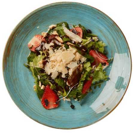 Салат з ягодами, куркою та шпинатом